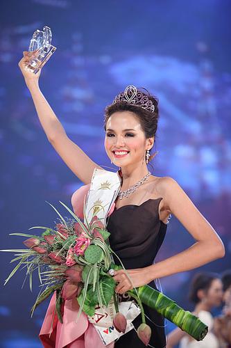 La miss Vietnam 2010. Los mejores precios de España a Vietnam.